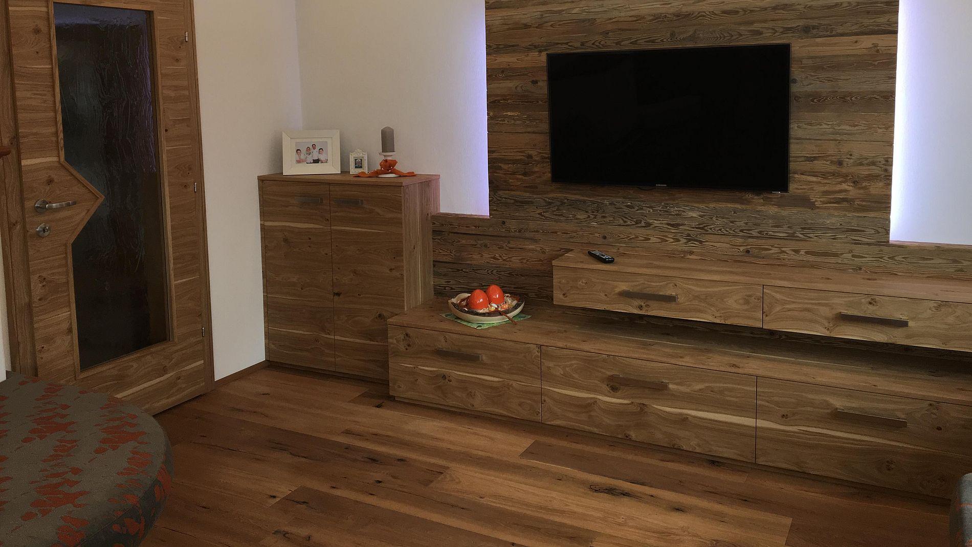 Selbstverständlich Fertigen Und Montieren Wir Alle Wohnzimmermöbel Nach  Anpassung An Öfen, Multimediageräte Und Natürlich Nach Ihren Wünschen Und  ...