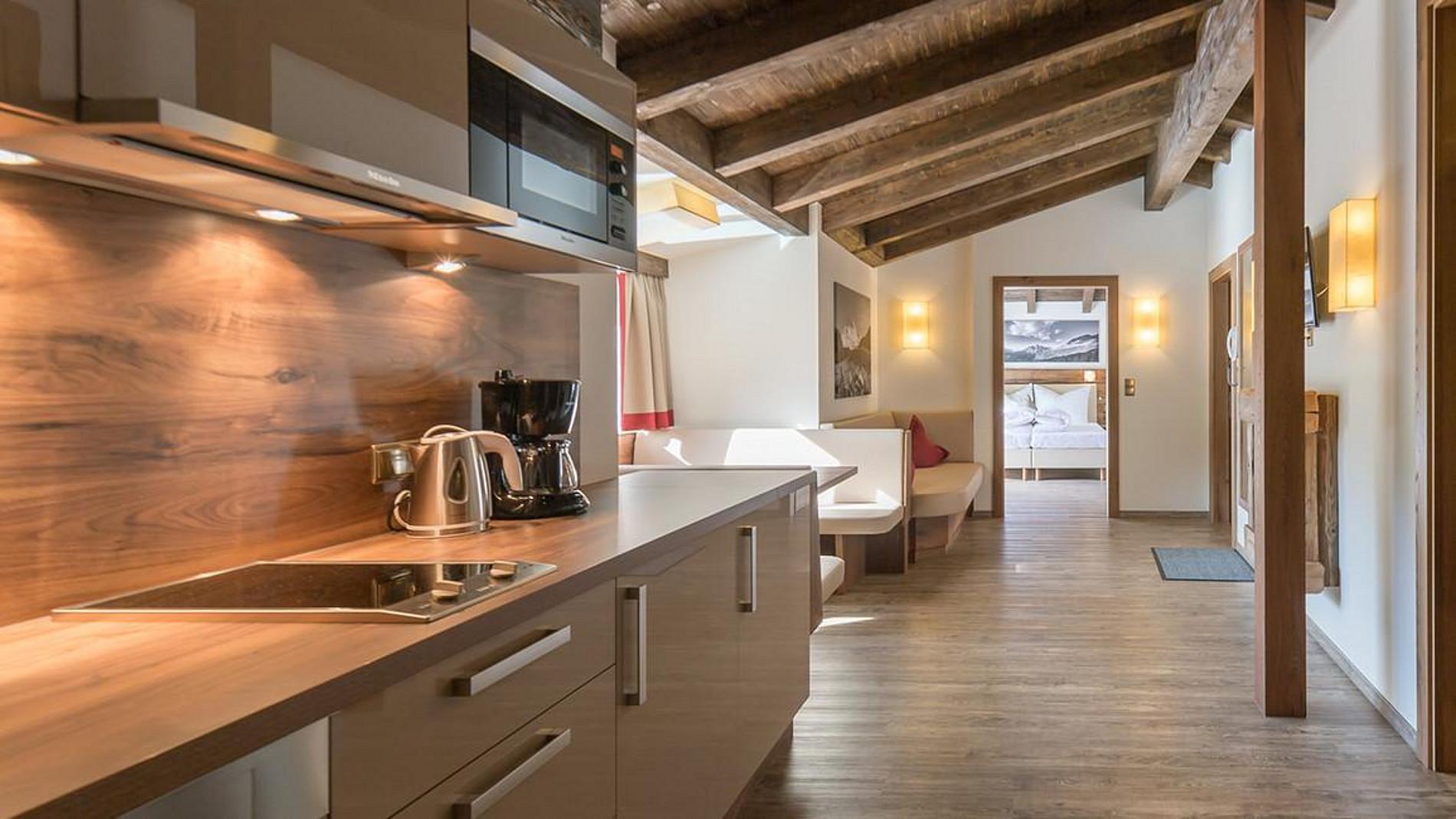 wohnzimmer t felung zirbendecken wohnwand tischlerei klotz qualit t nach ma. Black Bedroom Furniture Sets. Home Design Ideas